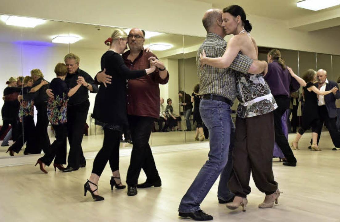 "Sonntags ist Tangoabend – mit  U...;Tango Argentino Club Corazon"".   | Foto: Thomas Kunz"