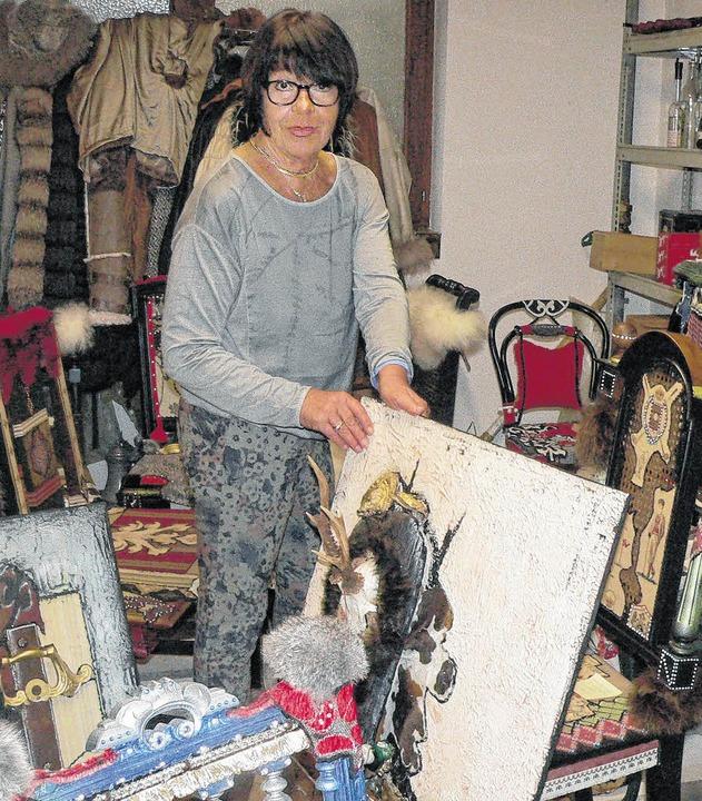 Die Tiengener Künstlerin Ursi Spitznagel in ihrem Atelier      Foto: Rosemarie Tillessen
