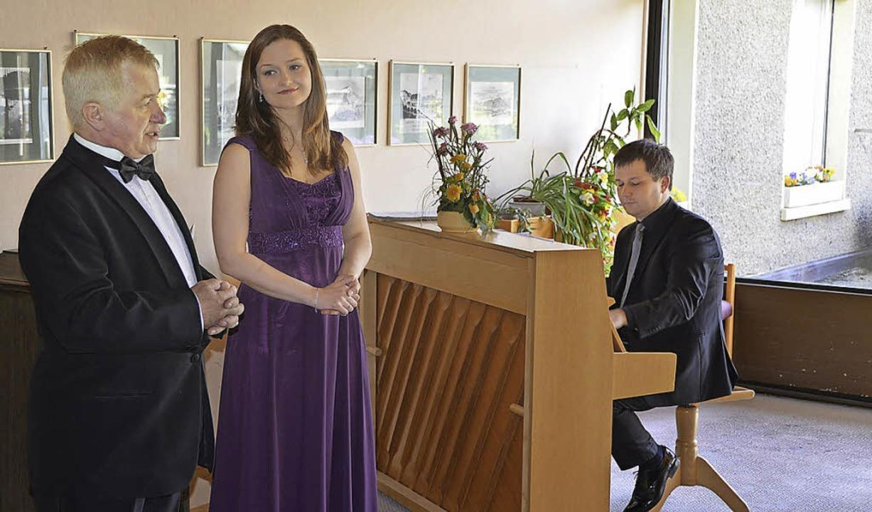 Konrad Debski, Maria Penc und Simon Mu...hslungsreiches Konzert im Marienhaus.   | Foto: Hrvoje Miloslavic