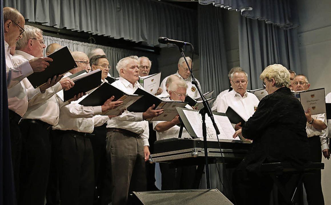 Das Stettemer Chörli unter der Leitung... Karl Gehweiler traten gemeinsam auf.   | Foto: Katharina Bartsch