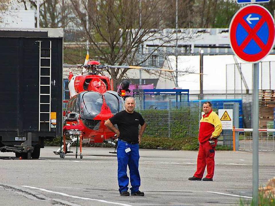Ein Rettungshubschrauber wartet auf seinen Einsatz.  | Foto: Herbert Frey