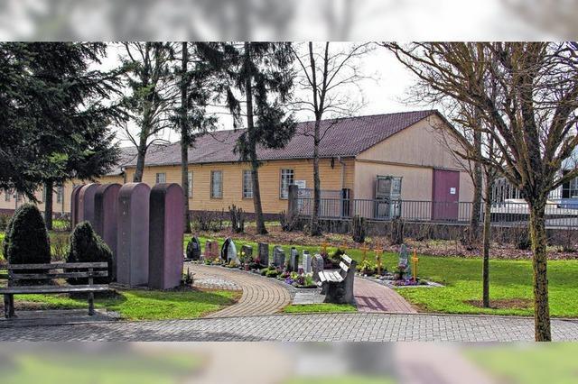 Baumgräber im Friedhof