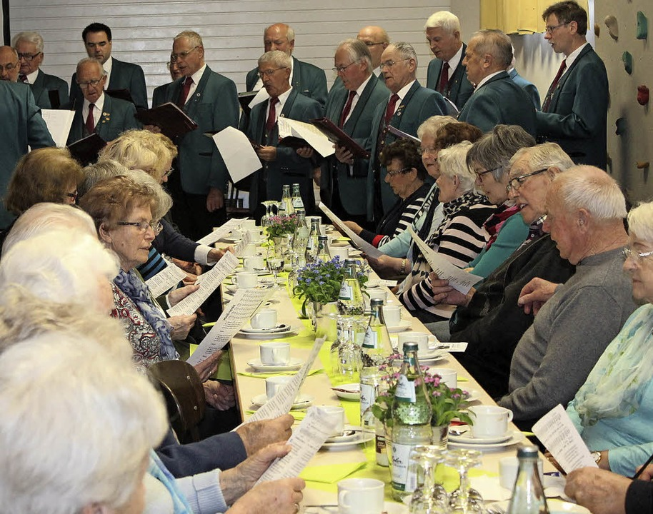 Der Seniorennachmittag der Gemeinde Go...chen Männergesangverein mitgestaltet.   | Foto: Mario Schöneberg