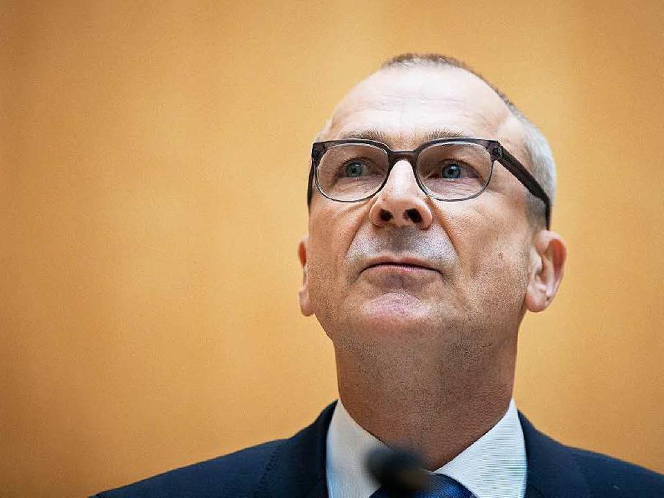Volker Beck bei seiner Erklärung zur E...ng des Ermittlungsverfahrens in Berlin  | Foto: dpa