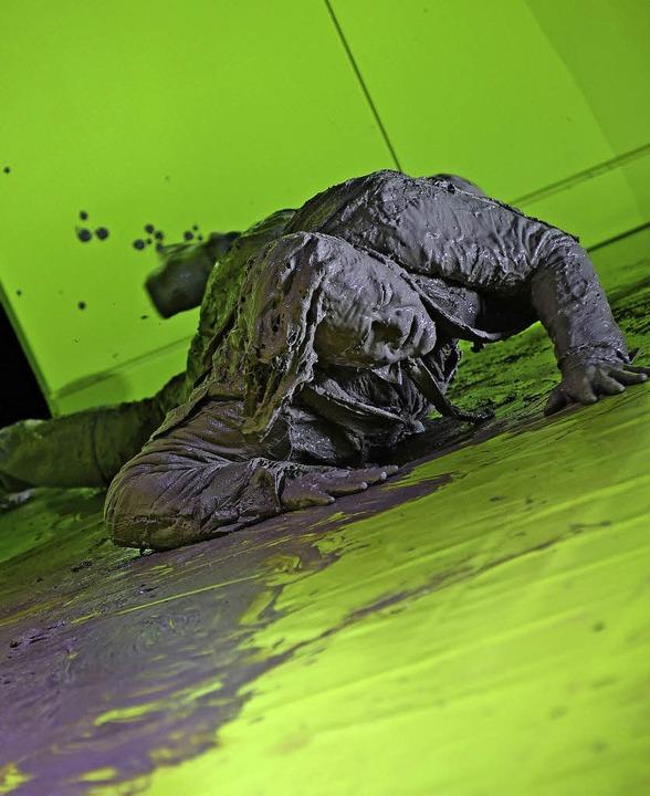 Schlammverschmiert: Xavier Sabata als Kaspar Hauser  | Foto: m. korbel