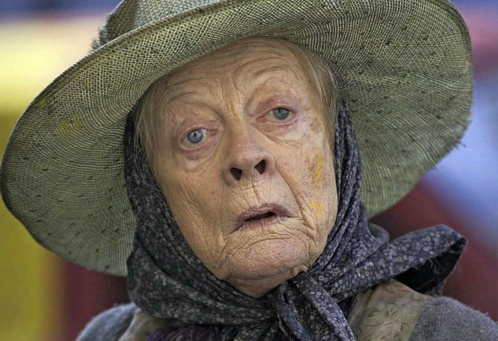 Alte Dame geniesst beim Omasex den jungen Schwengel