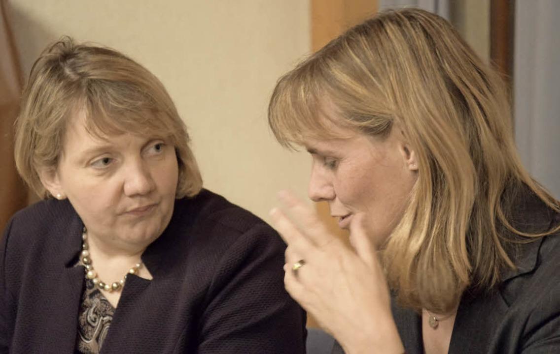 SPD-Frauen bei der Ursachenforschung: Katja Mast (links), Birte Könnecke     Foto: Steckmeister