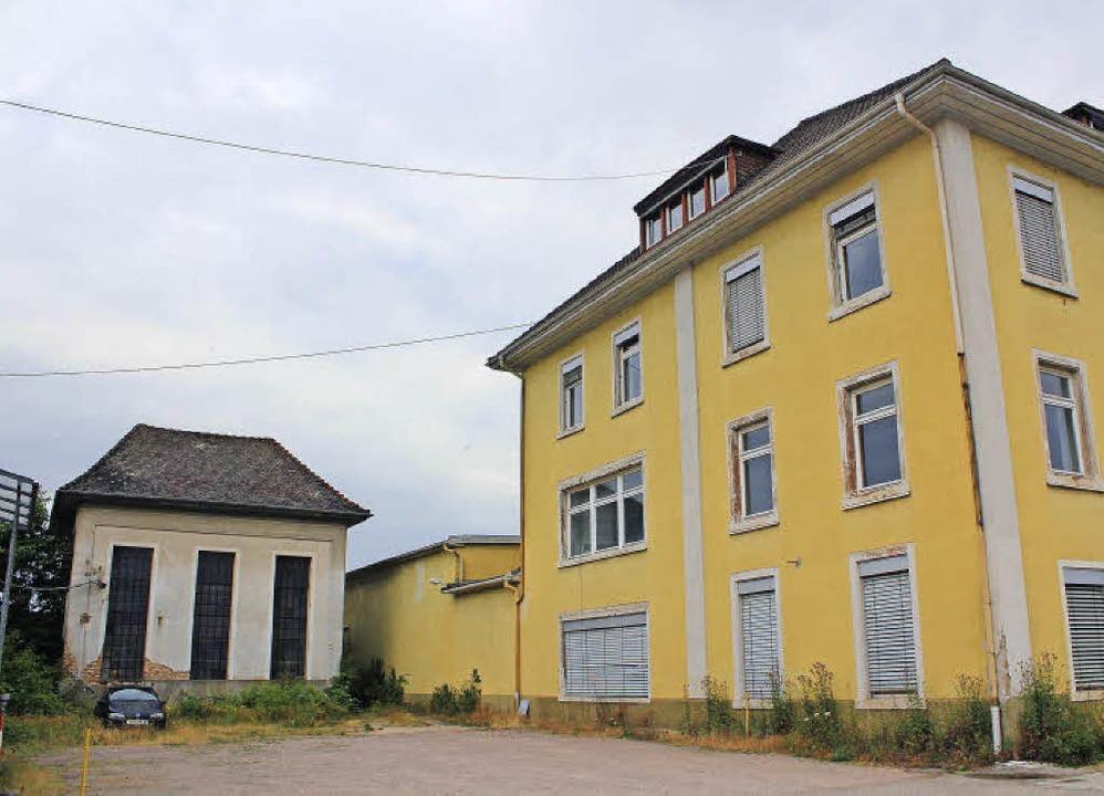 Das frühere Turbinenhäuschen (links)  ...glich als Mehrgenerationenhaus dienen.  | Foto: Anja Bertsch