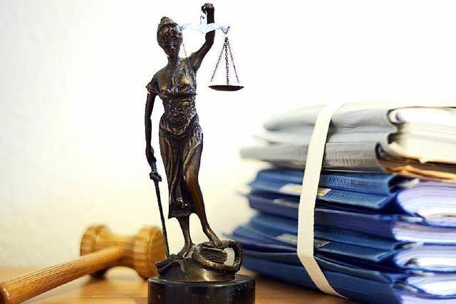 Vor Gericht: Jugendliche versprechen Mann sexuelle Dienste und rauben ihn aus