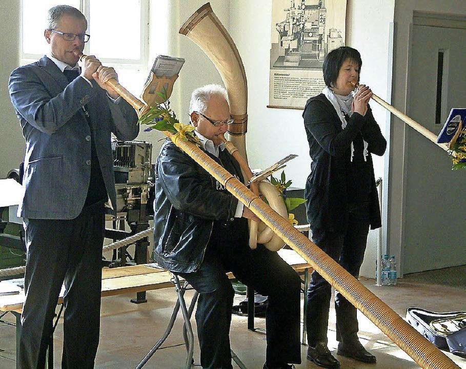 Mit Alphornklängen eröffneten Ute Simo...Saison im Technischen Museum Fahrnau.   | Foto: Roswitha Frey