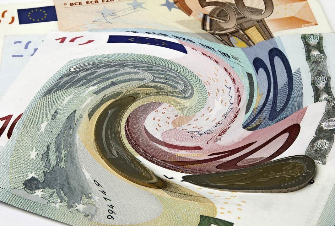 Was tun mit den angesparten Euro? Eine... Frage angesichts des geringen Zinses.  | Foto: PIT24 (Fotolia.Com)
