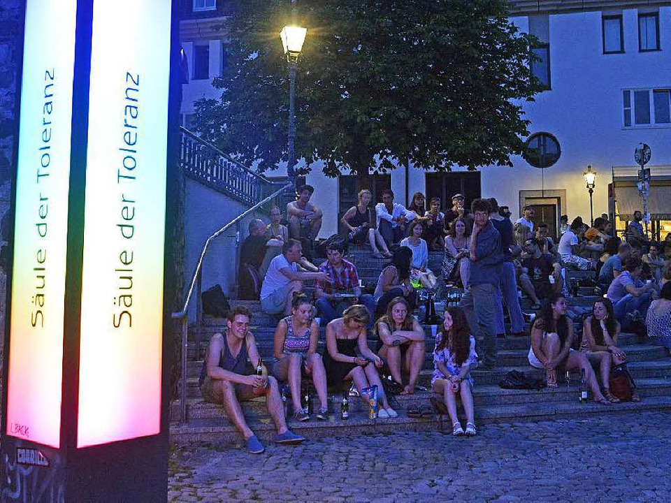 Der Augustinerplatz ist vor allem im S...effpunkt für Freiburgs Nachtschwärmer.    Foto: Michael Bamberger
