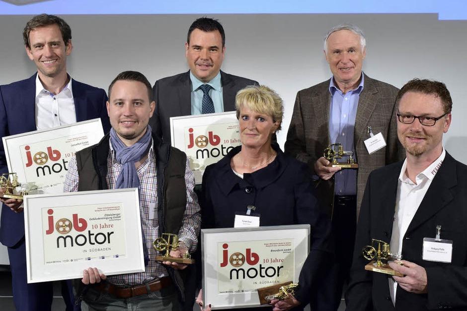 Die Preisträger: (hi.R.  von links) Ulrich Prediger (Leaserad), Marc Schlicksupp ( BRM Brandschutz), Axel Glatz (Pfizer), (v. R. von links) Stefan Zitzelsberger ( Zitzelsberger Gebäudereinigung ), Pamela Braun (Braunform) und Wolfgang Pfeifle (Bäckerei Pfeifle) (Foto: Thomas Kunz)