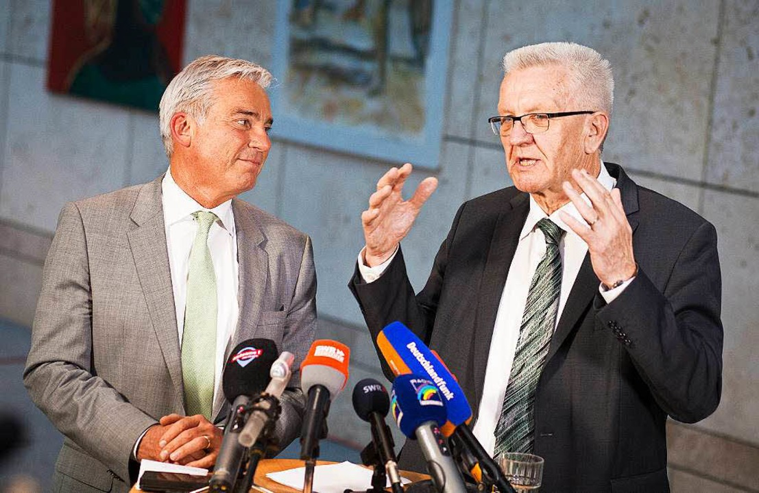 Thomas Strobl (l), Landesvorsitzender ...n Grünen und der CDU ein Statement ab.  | Foto: dpa