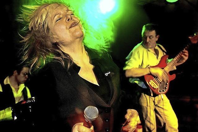 Connie Lush mit Band im Mehlsack in Emmendingen