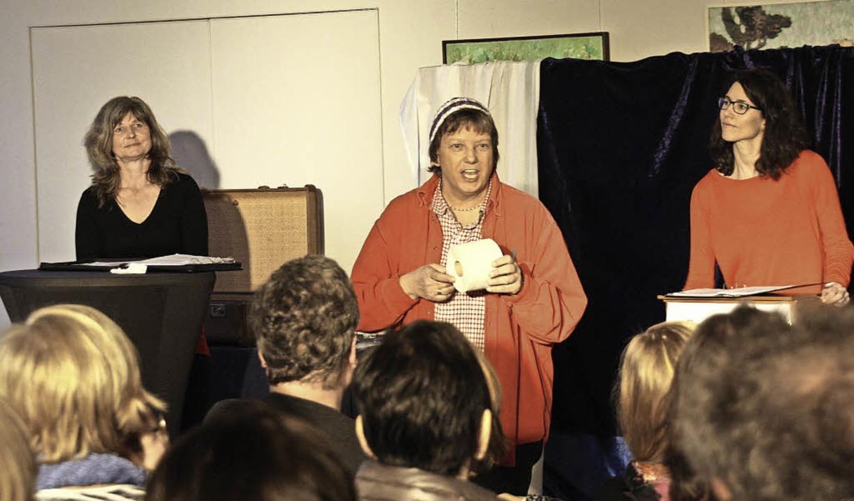 Claudia Zoller, Monika Rudolph und Cor...us der Evangelischen Kirche Kenzingen.  | Foto: Christiane Franz