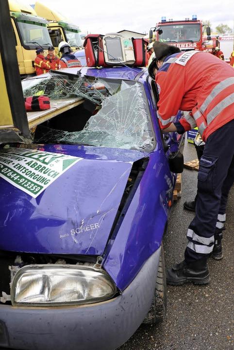Ernste Unfallszenarien waren für den t...rgen eines umgekippten Traktorhängers.  | Foto: christa rinklin