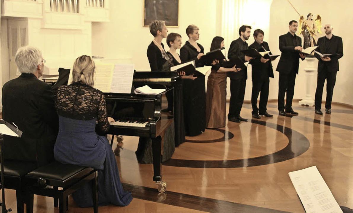 Im Klostersaal von St. Blasien überras...m mit weitgehend unbekannten Liedern.   | Foto: Margrit Matyscak