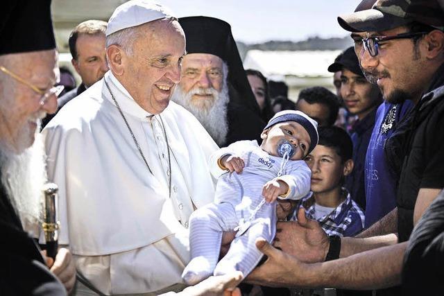 Papst besucht Flüchtlinge auf Lesbos