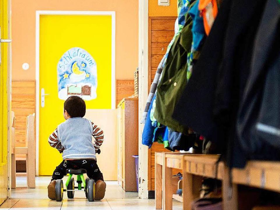 Flüchtlingskinder sollen in Kitas auch...n Lebenssituation finden (Symbolbild).    Foto: dpa