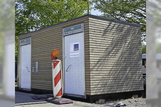 Toilettenhaus steht vor Fertigstellung