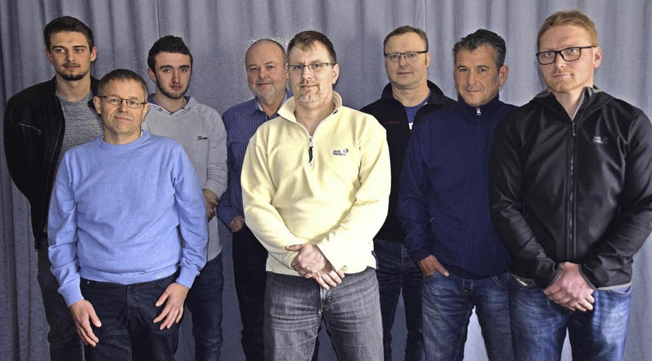 Der teilweise neu gewählte Vorstand de...Manfred Göpfrich (Vierter von links).   | Foto: Hubert Bleyer