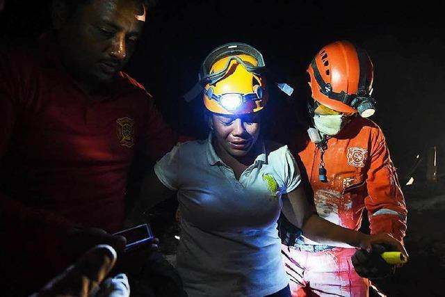 Verzweifelte Suche nach Überlebenden des Erdbebens