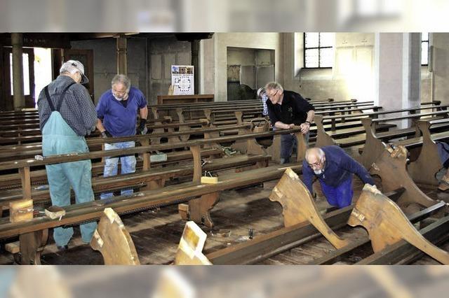 Rentner-Gruppe hilft in der Kirche