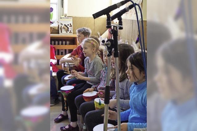 Schüler der Grundschule Wasser nehmen eigenes Hörspiel auf