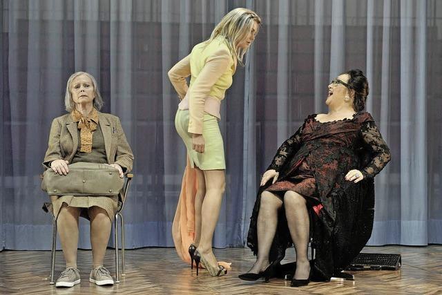 Satirische Komödie von Theresia Walser: Ich bin wie ihr, ich liebe Äpfel.