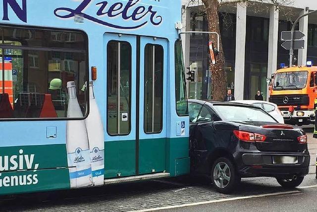 Frau rammt Tram bei U-Turn in der Habsburger Straße