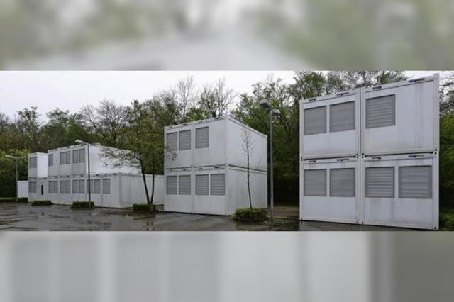 Containerstapel im Gewerbegebiet