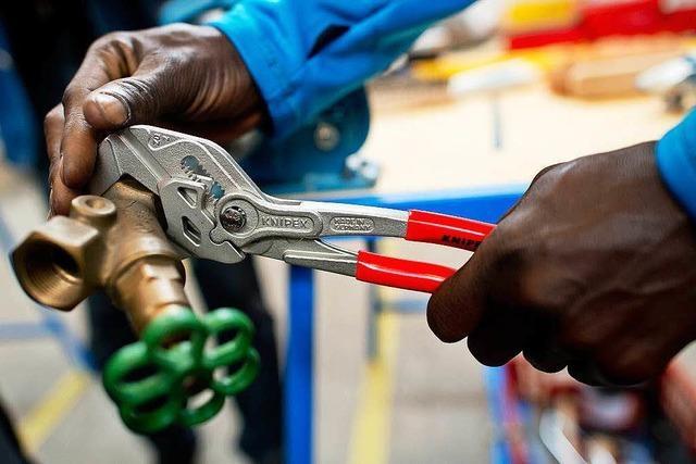 Südbadens Wirtschaft will Flüchtlingen den Nutzen einer Ausbildung erklären