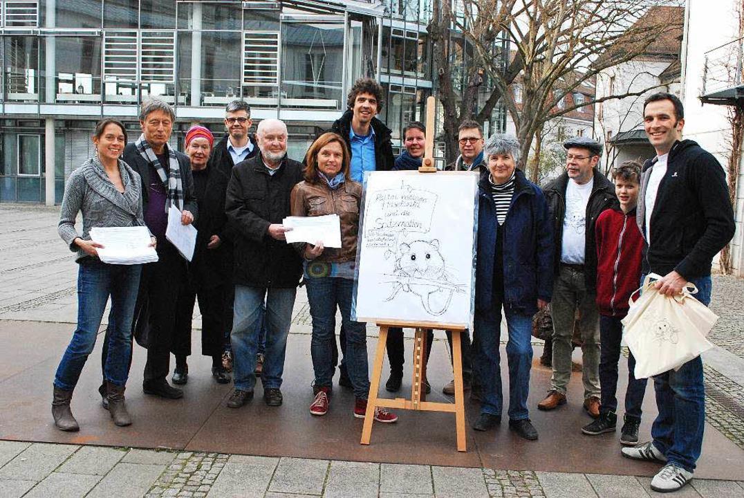 Viel Zeit und Energie haben die Mitgli...n die Unterschriftensammlung gesteckt.  | Foto: Sylvia-Karina Jahn