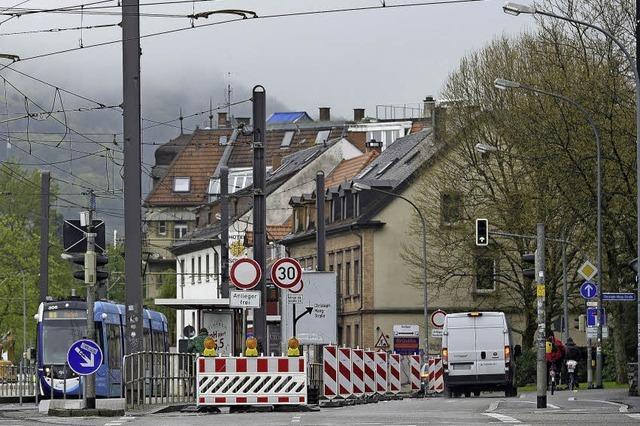 Künstlich erzeugter Stau: Stadt Freiburg nimmt Sperrung in Basler Straße teils zurück