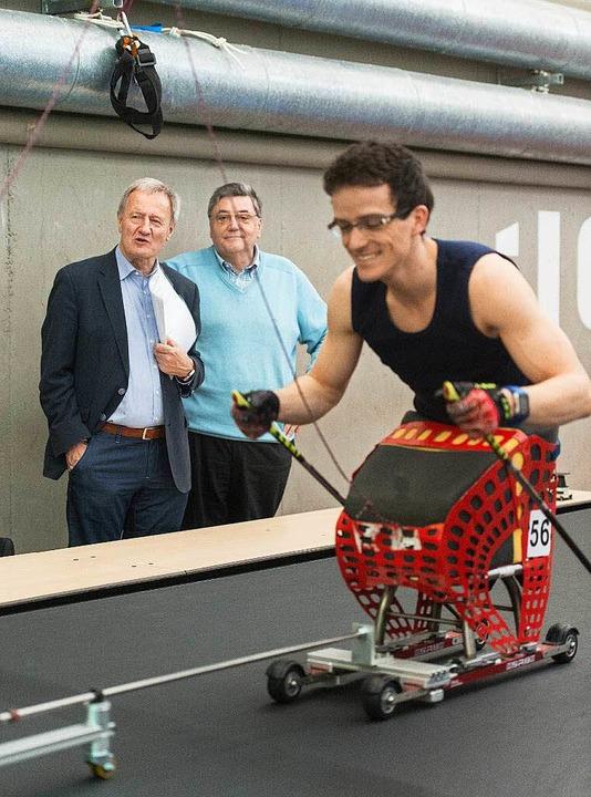 Martin Fleig (rechts) in Aktion, beoba...s Badischen Behindertensportverbandes   | Foto: seeger