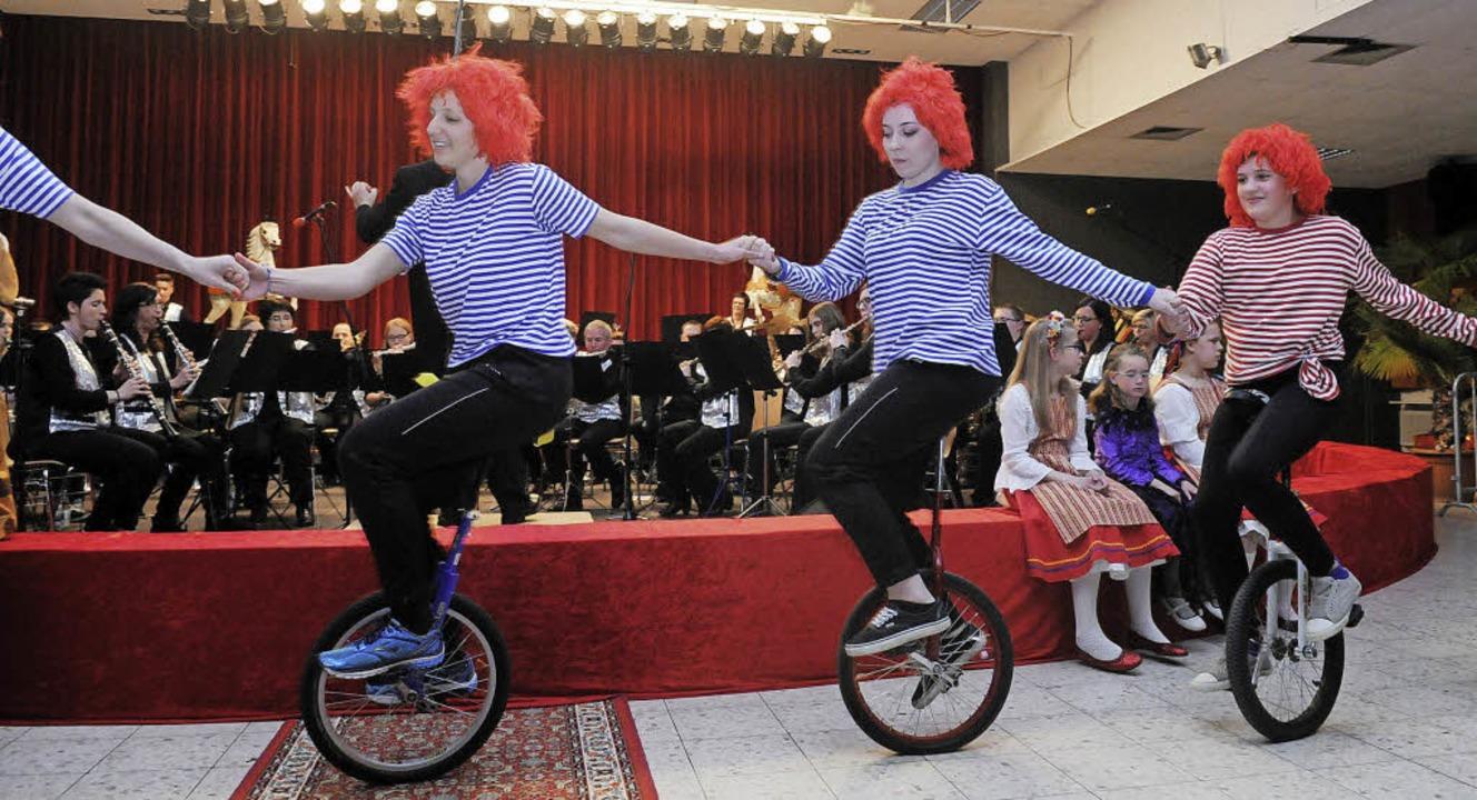 Ein  Konzert mit artistischen Darbietungen    | Foto: Wolfgang Künstle
