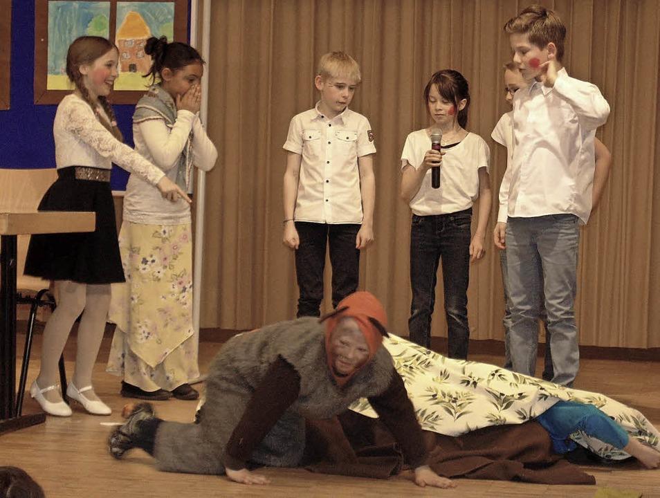 Die Schüler aus Herrischried spielten Szenen aus dem Struwwelpeter.  | Foto: Michael Gottstein