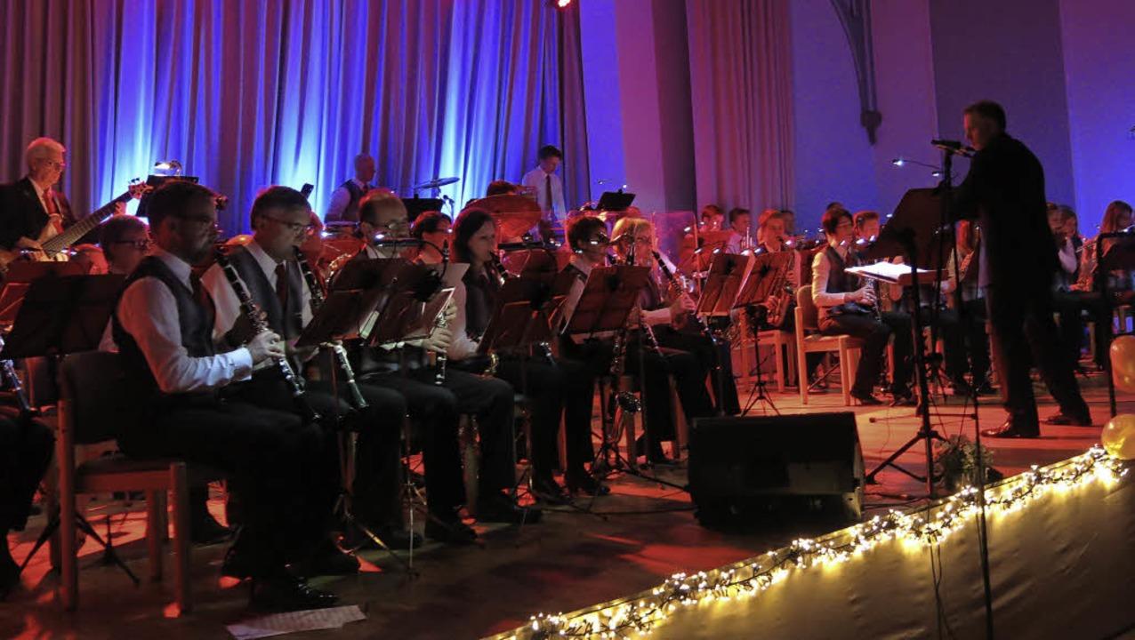 Die Magie der Musik der Stadtmusik in der Steinhalle  | Foto: Georg Voß