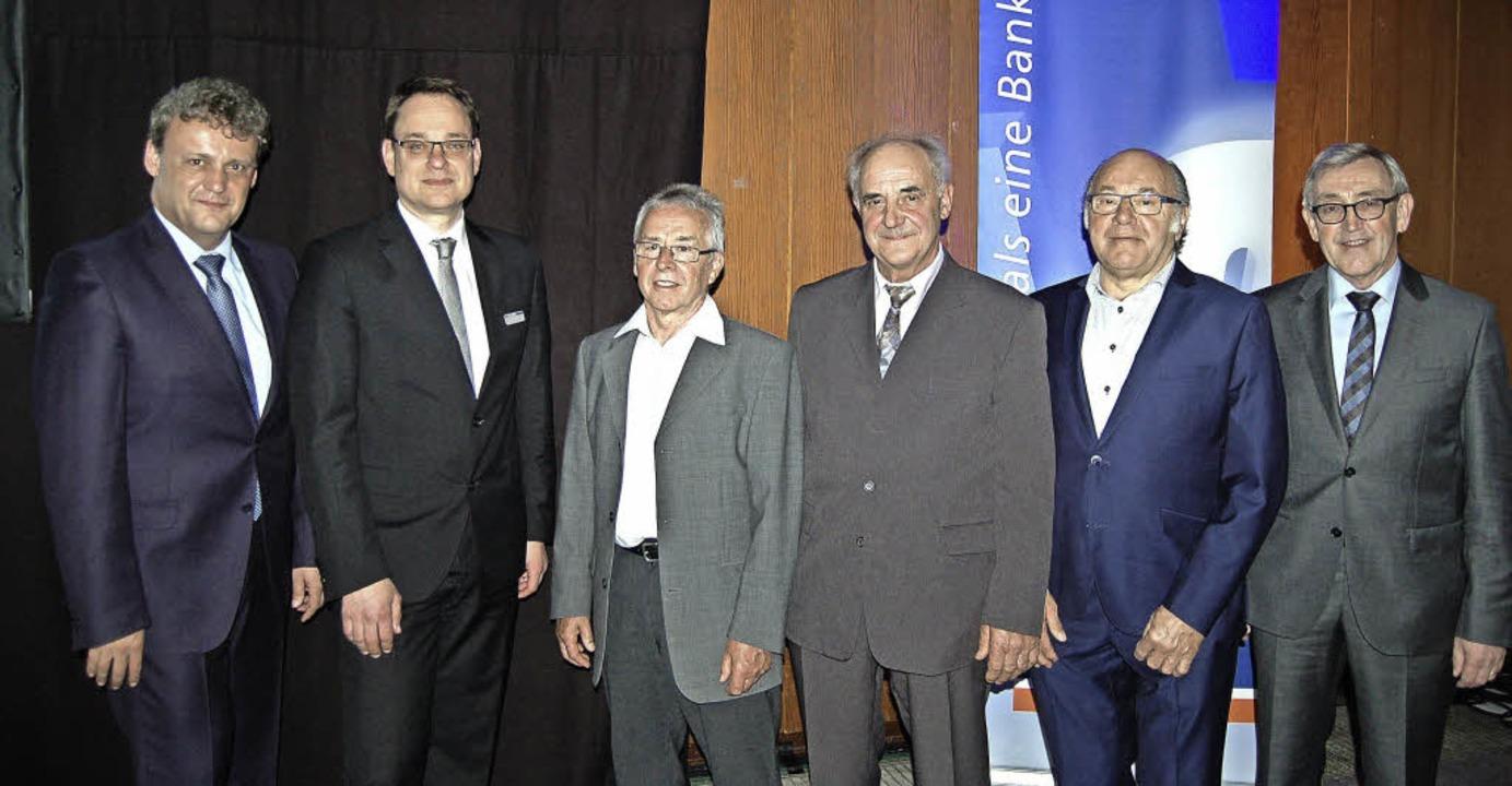Die ehemaligen Aufsichtsräte Erich Fal...ienste in dem Aufsichtsgremium geehrt.  | Foto: Rhenisch
