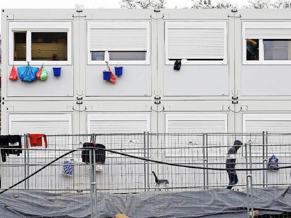Containerunterkünfte wurden im Eiltempo aufgestellt.    Foto: Bodo Marks
