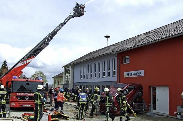 Schauübung mit Brand und Unfall