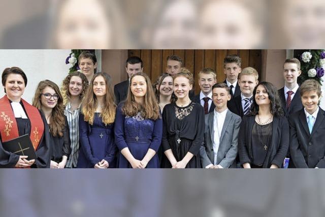 13 Jugendliche bei Konfirmation