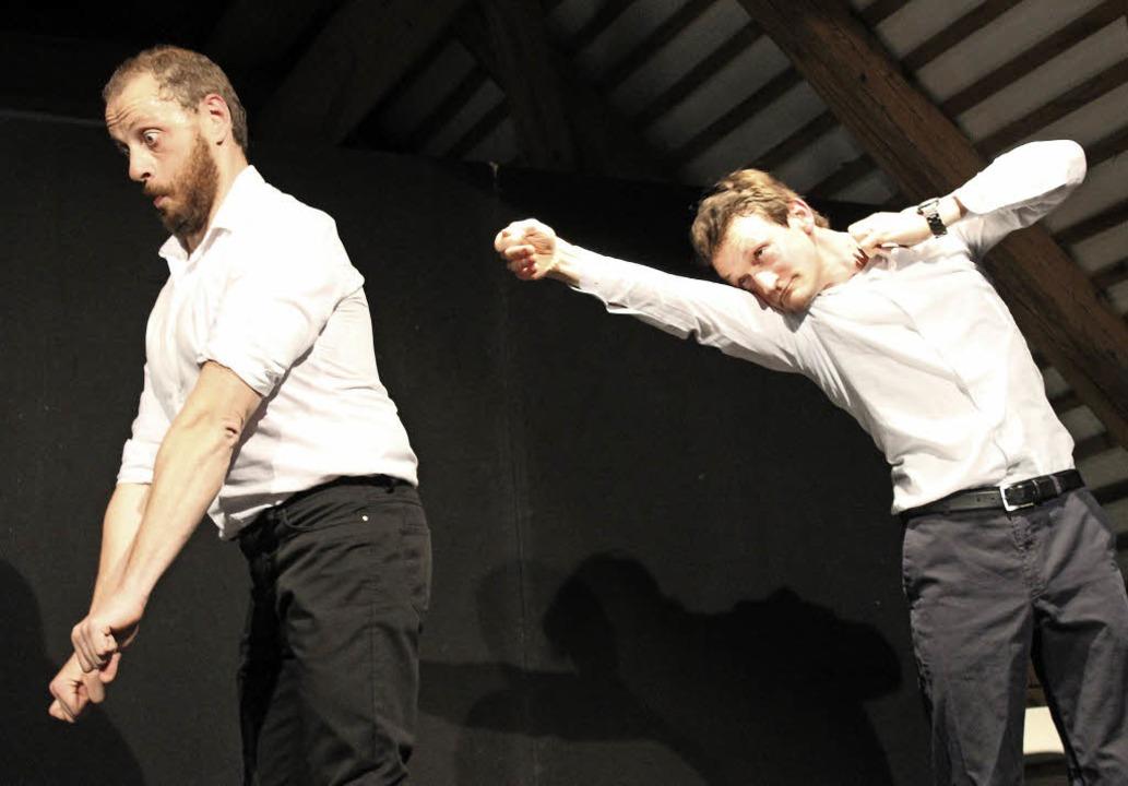 Simon Kuner (rechts) und Bruno Dreyfürst bei ihrer Impro-Comedy   | Foto: Erich Krieger