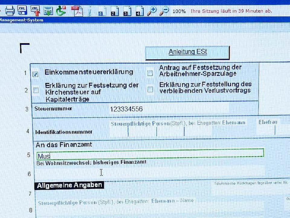 Ab 2022 sollen Steuererklärungen nur n...sident der Bundessteuerberaterkammer.   | Foto: dpa/Kammer