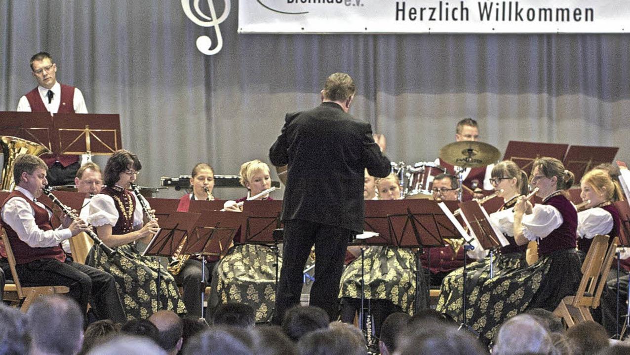 Die Trachtenkapelle Breitnau mit Dirigent Ralph Stellbogen   | Foto: Martin Hannig