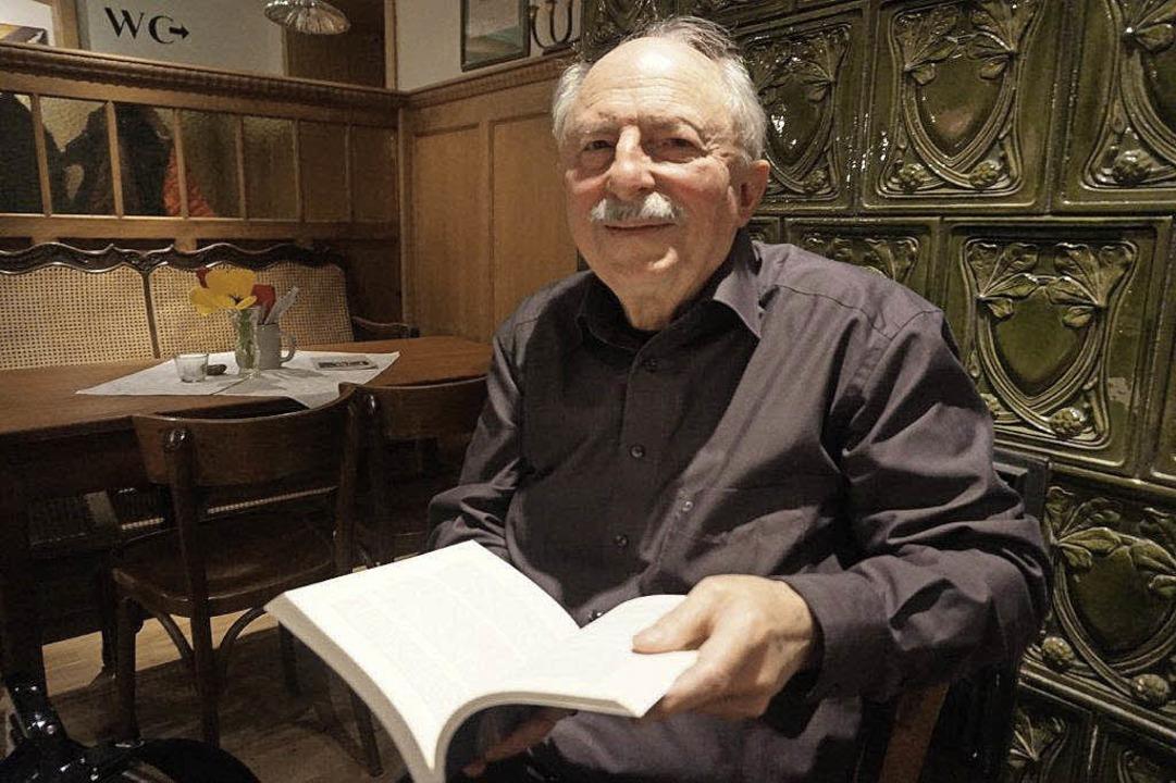 Einer, dem man gerne zuhört: Stefan Pf...ei seiner Lesung im Hartheimer Salmen.  | Foto: Anne Freyer