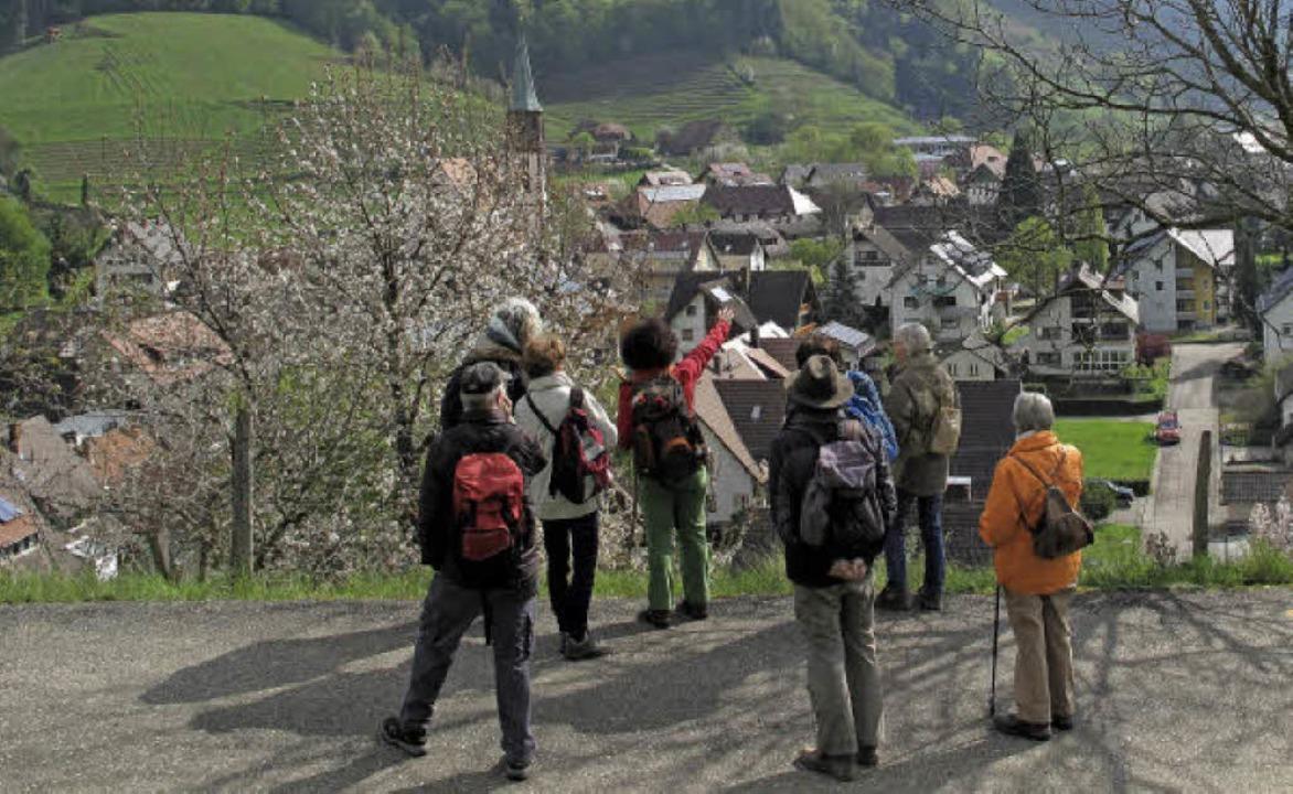 Von oben können die Wanderer einen Bli...erin Riesterer wartet auf Nachzügler.   | Foto: Kim Ruoff