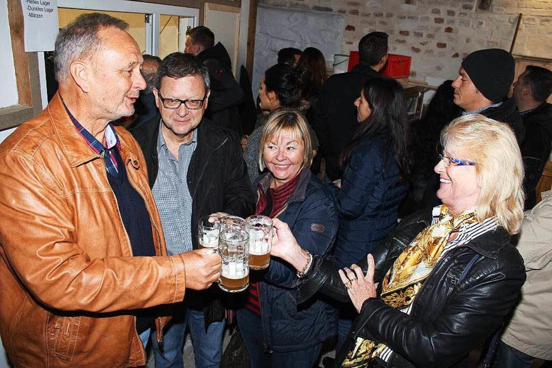 Bester Laune waren auch die Gäste des ...220; zum Tag des Deutschen Bieres gab.  | Foto: Mario Schöneberg