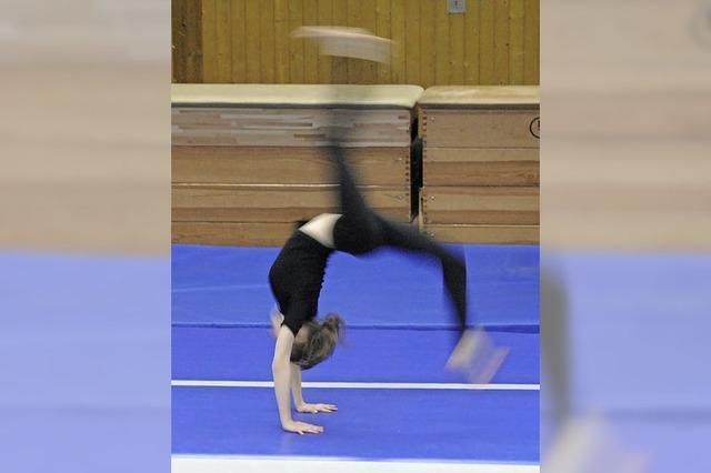 Akrobatisch und tänzerisch präsentierte Berufswünsche